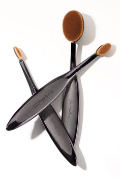 Greatness MAC releases a new line of brushes for true makeup artists.MAC releases a new line of brushes for true makeup artists. Mac Makeup, Kiss Makeup, Love Makeup, Makeup Inspo, Makeup Set, Makeup Tools, Makeup Brushes, Makeup Artists, Mac Brushes