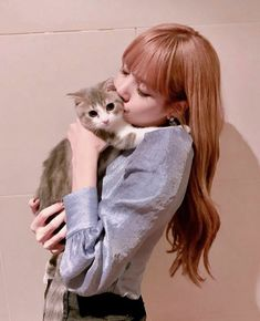 🐈 ❤️Lisa and Leo 💗🖤 blinkforever blackpinklisa blackpink blink blackpinkofficial Blackpink Lisa, Kpop Girl Groups, Korean Girl Groups, Kpop Girls, Forever Young, Lisa Blackpink Wallpaper, Chibi Wallpaper, Black Pink, Kim Jisoo