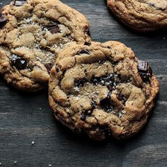 Whole wheat salted chocolate chip cookies Salted Chocolate Chip Cookies, Perfect Chocolate Chip Cookies, Honey Chocolate, Almond Cookies, Chocolate Chips, Baking Recipes, Cookie Recipes, Dessert Recipes, Kitchen Recipes