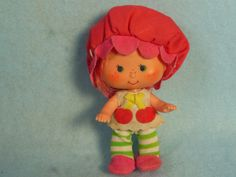 Vintage.Cherry Cuddler, friend of Strawberry Shortcake. - I used to have her. Her hair smelled like cherries