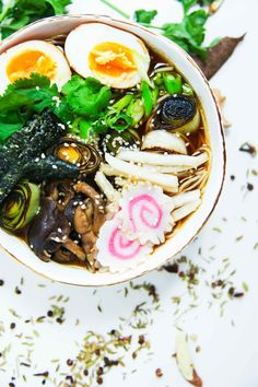 This delicious aromatic miso ramen soup is a great vegetarian choice that is easy and quick to put together and is also super healthy! Soup Recipes, Vegan Recipes, Vegan Meals, Ramen Soup, Berries, Spices, Vegetarian, Asian, Healthy