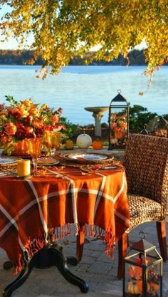 Great fall table al fresco Fresco, Fall Inspiration, Vibeke Design, Autumn Decorating, Fall Table, Thanksgiving Table, Thanksgiving Decorations, Thanksgiving Blessings, Christmas Tables