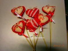 """Corações em feltro, feitos por mim e à venda na florista """"Doze Petálas-Rua de Cedofeita, 273-A-Porto-tel: 967741776"""