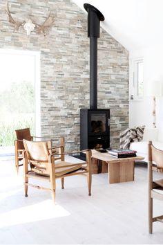 Minimal Nordic cottage Modern Minimalist Living Room, Minimalist Apartment, Minimalist House Design, Minimalist Interior, Minimalist Home, Nordic Living Room, Simple Living Room, Cottage Living Rooms, Apartment Living