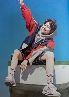 Korean Men, Asian Men, Teen Boy Fashion, Cute Asian Guys, Starship Entertainment, Handsome Boys, Korean Singer, Aesthetic Pictures, Singing