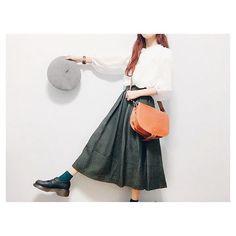 0924 今日はmerのスナップでした𓃵 𓃵 𓃵 とっても嬉しいな〜ありがとうございました♡⃛ . . . そしてそしてgrafea(@grafea)さんから 素敵なバックを頂きました♡⃛ . レトロなコーデに合わせてみたんやけど 可愛いが過ぎる、、( ⸝⸝⸝¯ ¯⸝⸝⸝ ) これからの季節たくさん使わせて頂きます! ありがとうございました♡⃛ . . . . . #古着 #ベレー帽 #スタジオクリップ #ドクターマーチン #レトロ #お洒落さんと繋がりたい #着画 #着画くら部 #今日のコーデ #今日の服 ではないよ #足元 #足元くら部 #おしゃれ #コーデ #merフレンズ #秋コーデ #ファッション #スナップ #grafea #used #vintage #studioCLIP #drmartens #25k