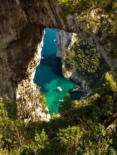 bluepueblo:  Natural Arch, Isle of Capri, Italy photo via jacqueline
