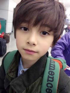 Un vampire amoureux d'une humaine -Moi Jeon Jungkook Vampire -Moi Min Sao Cute Asian Babies, Young Cute Boys, Korean Babies, Asian Kids, Cute Little Boys, Cute Teenage Boys, Kids Boys, Cute Kids, Cute Babies