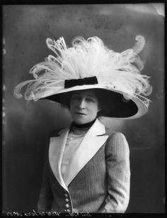 1911. Lillie Langtry.