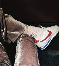 New Retro Wave, Up Girl, Nike Cortez, Mode Outfits, Mode Style, Sock Shoes, Shoes Heels, Look Fashion, Everyday Fashion