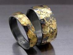 Viking wedding ring set, matching wedding rings oxidized black gold rings, forged wedding rings, celtic wedding rings, bold wedding rings Unique black silver and gold ring set with a vibrant color con Wedding Rings Sets His And Hers, Matching Wedding Rings, Black Wedding Rings, Wedding Rings Simple, Wedding Band Sets, Wedding Rings Vintage, Black Rings, Gold Wedding, Celtic Wedding Bands