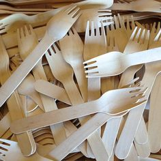These Wood Forks are an eco-friendly and economical alternative to traditional disposable cutlery. Wooden Tie, Wooden Fork, Wood Spoon, Wood Bowls, Paper Straws, Craft Party, Biodegradable Products, Party Supplies, Eco Friendly