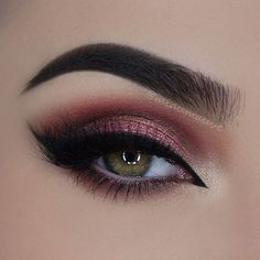 Wow! How phenomenal is this eye look by @miaumauve?! She used solely our Flaming love palette...