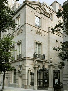House facade design classic driveways ideas for 2019 Neoclassical Architecture, Classic Architecture, Architecture Details, Neoclassical Design, Landscape Architecture, Facade Design, Exterior Design, House Design, Classic Home Decor