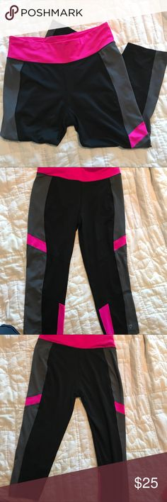 """Betsey Johnson Yoga/Workout Spandex Leggings Large Excellent condition leggings by Betsey Johnson. Inseam 21"""". Waist measures 15"""" across and stretches to 20"""". Betsey Johnson Pants Leggings"""