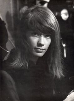 ...  Françoise Hardy and Margaret Lee provide the class. Description from heroculte.wordpress.com