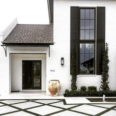 exterior // driveway // white home with black accents // home design // architecture Facade Design, Exterior Design, Interior And Exterior, House Design, Black Exterior, Exterior Paint, Urban House, Farmhouse Windows, Facade House
