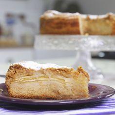 Tefi nos trae una receta de esas que pasan por tu cocina para quedarse: Tarta de Manzana. Fácil y riquísima, un obligado para la hora del té o para una mesa dulce. Sweet Recipes, Cake Recipes, Dessert Recipes, Pan Dulce, Tasty, Yummy Food, Pie Cake, Pound Cake, Comfort Food