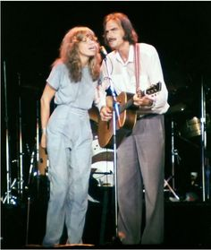 Carly Simon singing with James Taylor at one of his concerts. Undated photo -- late 1970s.