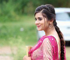 Sweet Girl Photo, Sweet Girls, Cute Girls, Indian Bollywood, Bollywood Stars, Punjabi Models, Whatsapp Videos, Dps For Girls, Punjabi Actress