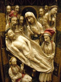"""Christ burial"" - ""Triptych of the Passion"" - Second half 15th century - England (Nottingham?) - partially painted alabaster; carved, painted, gilt wood; églomisé glass - Naples, Capodimonte Museum #TuscanyAgriturismoGiratola"