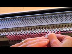 Here's a simple, anit-roll edging to enchance your machine knitted projects. By Diana Sullivan. For more machine knitting information, free lessons and patte. Knitting Videos, Knitting For Beginners, Loom Knitting, Knitting Stitches, Knitting Designs, Knitting Socks, Knitting Projects, Hand Knitting, Vintage Knitting