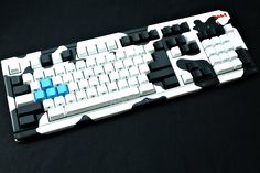 """Jin """"6664"""" does some great painted case mods. He's a Vietnamese keyboard modder/builder."""