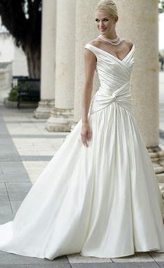 Vestidos clásicos para la #Novia #BodaTotal -- Stunning.