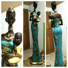 Africana com bebê ♡ African Figurines, African American Figurines, Black Figurines, African American Art, African Art, African Women, Arte Black, African Paintings, African Dolls