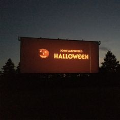 I just want to go to an old drive in theater and watch classic horror movies. I just want to go to an old drive in theater and watch classic horror movies What is your favorite and least favorite John Carpenters Halloween Movie? Halloween Season, Fall Halloween, Halloween 2018, Halloween Ideas, Halloween Decorations, Favorite Holiday, Holiday Fun, John Carpenter Halloween, Estilo Rock