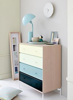 Montana in oak veneer and pastel coloured drawers. Bed Furniture, Furniture Design, Montana Furniture, Dresser As Nightstand, Beautiful Space, New Room, Table And Chairs, Sofa Bed, Elegant