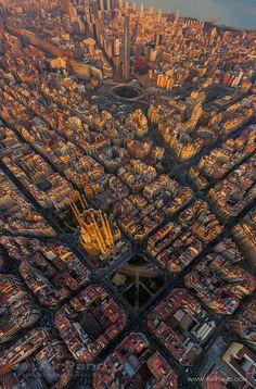 Aunque no sea el cielo, podemos ver a Barcelona, en España, desde el cielo :).