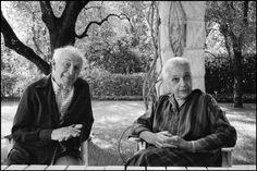 Marc Chagall and his wife Valentine at their house La Colline, village of Saint-Paul-de-Vence, Côte d'Azur (Martine Franck, 1980)