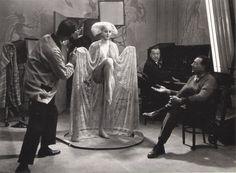 """Preparação para """"Metrópolis"""" (Fritz Lang durante filmagens, 1926) - Foto de Horst von Harbou"""