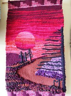 Decorating with wool! Weaving Textiles, Weaving Art, Loom Weaving, Tapestry Weaving, Hand Weaving, Braided Rag Rugs, Weaving Wall Hanging, Tapestry Design, Weaving Projects