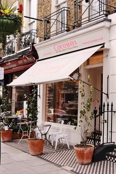 Cocomaya - a quaint little coffee shop/deli with fabulous coffees, pastries, located in quiet village like area, just off Marylebone Road, near Marble Arch. Cafe Bar, Cafe Bistro, Restaurant Bar, Decoration Restaurant, Cafe Design, Store Design, Mein Café, Shop Fronts, Shop Around