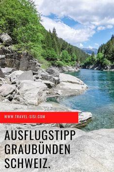 Die Rofflaschlucht ist ein spektakulärer Ausflugstipp im Schweizer Kanton Graubünden. Dieser Ausflug ist familienfreundlich und macht sichtbar, wie sich das Wasser den Weg durch die Schlucht bahnt. Das kleine Museum der Rofflaschlucht zeigt eindrücklich die Geschichte der Schlucht. Kanton, Das Hotel, Museum, Explore, Travel, Outdoor, Europe, One Day Trip, Swiss Guard