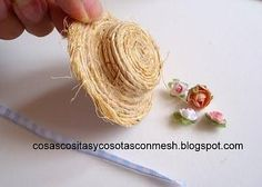 Hat tutorial in Russian in pictures Dollhouse Accessories, Doll Accessories, Fairy Clothes, Doll Clothes, Hat Tutorial, Mini Things, Doll Repaint, Miniture Things, Diy Doll