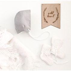 What a dazzling winter's collection from @heartmeluv featuring her grey baby bonnet & my collaboration wood plaque wreath with @_zilvi!  #hellolittlebirdie #zilvi #kidsdecor #kidsrooms #interiorstylistforkids #interiordesigner #wood #wreath #nursery #girlsroom #boysroom #childrensrooms #decor #walldecor #winter #collection