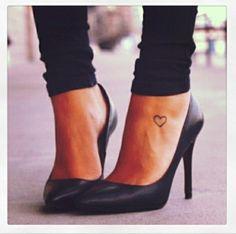 90 Tattoo Fuß Ideen - stilvoll im Trend bleiben