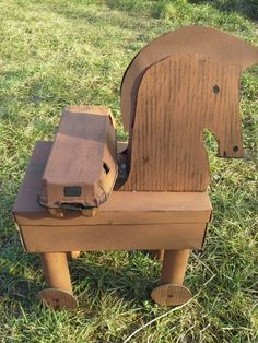Prepared for my son for history lesson. Used materials: shoe box, egg holder. Trojan Horse, Diy Ideas, Craft Ideas, Egg Holder, Horse Crafts, History Projects, Art Lessons Elementary, Greek Mythology, Shoe Box