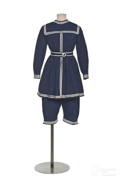 Gymnastic uniform, 1910. Courtesy of Les Arts Décoratifs, Paris, all rights reserved.
