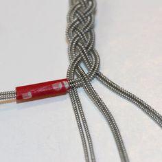 Gör så här (1) Jewelry Knots, Bracelet Knots, Diy Jewelry, Jewelery, Handmade Jewelry, Jewelry Making, Thread Bracelets, Macrame Bracelets, Viking Embroidery