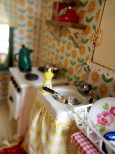 Sannen vintillä - In my attic: Aurinkoinen päivä Ruusukujalla - Sunny Day at Greenleaf House