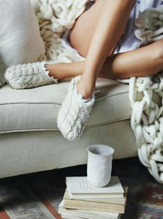 Casual Fall Look – Fall Must Haves Collection. 34 Awesome Outfits That Will Make You Look Cool – Casual Fall Look – Fall Must Haves Collection. Knitted Slippers, Slipper Socks, Hygge, Warm Blankets, Winter Warmers, Winter House, Lazy Days, Getting Cozy, Weekender