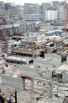 Construction de l'infrastructure en béton.
