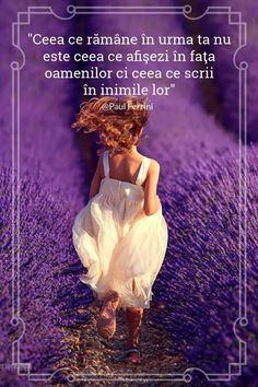 Girl running in these beautiful scents and colorful lavender fields in Provence, France Lavender Cottage, Lavender Blue, Lavender Fields, Lavender Plants, Poses, Malva, Foto Art, All Things Purple, Purple Flowers