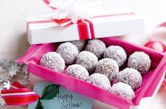 Choc-coconut Christmas balls - These small truffle-like treats are made from only 5 ingredients and make a great edible gift. Edible Christmas Gifts, Edible Gifts, Christmas Treats, Homemade Chocolate, Mint Chocolate, Chocolate Truffles, Christmas Truffles, Christmas Balls, Fudge