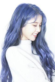 7 Female Korean Celebs Who Rocked Blue Hair Kpop Hair Color, Korean Hair Color, Hair Color Blue, New Hair Colors, Purple Hair, Iu Hair, Wavy Hair, Korean Beauty, Hair Inspo