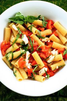 Pasta Caprese | The Curvy Carrot Pasta Caprese | Healthy and Indulgent Meals Dangling in Front of You